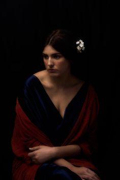 Chiaroscuro Photography, Art Photography Portrait, Portrait Poses, Female Portrait, Renaissance Portraits, Renaissance Art, Kreative Portraits, Emotional Photography, Classic Portraits