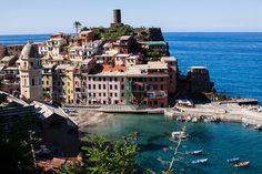 Cingue Terre, Italy at theperfectgray.com #Vernazza