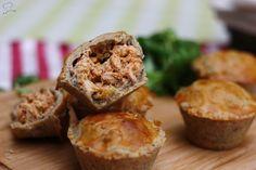 Pour cette recette je vous emmène au Brésil ! Ces empadas sont des sortes de petites tourtes moulées dans des moules à muffins et farcies de farce au poulet ! Dans la version originale (trouvée ici…