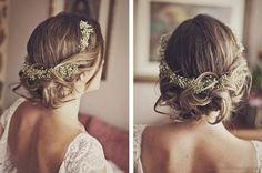 Verspielte und sehr blumige Brautfrisuren 2016: Unser Lieblingsaccessoire für die Braut sind und bleiben Blumenkränze! Image: 11