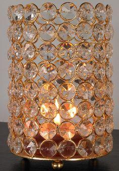 Es werde Licht! Die formschönen, nostalgischen Kerzenständer von Home affaire bestechen durch ihre edle Optik. Der Materialmix aus Aluminium und Glas ist zeitlos und elegant. Die geschliffenen Steine lassen das Kerzenlicht funkeln und sorgen so für ein romantisches, edles Ambiente. Dieser Kerzenständer von Home affaire ist ein schönes Tisch-Accessoire für das nächste Candle-Light-Dinner und sch...