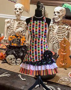 Halloween Celebration, Halloween Party Decor, Happy Halloween, Halloween Decorations To Make, Halloween Ideas, Halloween Apron, Ruffle Apron, Apron Pockets, Trick Or Treat