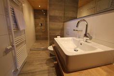 Neues Badezimmer im Appartement Nr. 7 im Gatterhof im Kleinwalsertal #badezimmer #riezlern #ferienwohnung Apartments, Sink, Bathtub, Bathroom, Home Decor, Bathing, Standing Bath, Bath Room, Homemade Home Decor