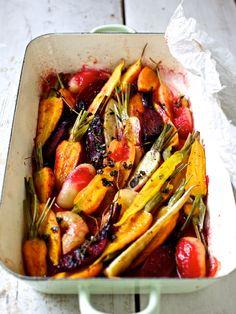ziiikocht: Die Schönheit des Sommers in einer Bratrein voll Rübengemüse mit Haselnussvinaigrette