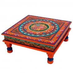I need an Asian-influenced coffee table in my living room. I was originally thinking of a black or cinnebar red laqer finish but this is spectacular, Maybe I could do some sort of deco-page? Funky Painted Furniture, Painted Chairs, Art Furniture, Moroccan Design, Moroccan Decor, Moroccan Table, Articles En Bois, Deco Boheme, My New Room
