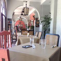 Casita de Miramar. Buen sitio en San Juan para comer criollo Puerto Rico, Table Settings, Spaces, Table Decorations, Furniture, Home Decor, San Juan, Decoration Home, Room Decor