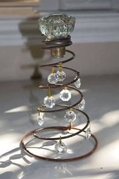 Old bed springs Bed Spring Crafts, Spring Projects, Spring Art, Rustic Christmas, Vintage Christmas, Christmas Crafts, Christmas Decorations, Christmas Shirts, Christmas Christmas