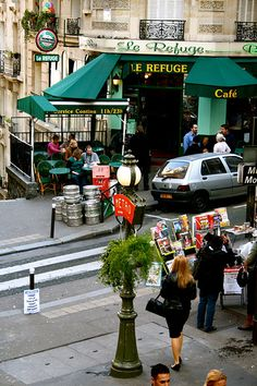 Le Refuge, Rue Lamarck, Montmartre, Paris / Memories running to the metro past here...