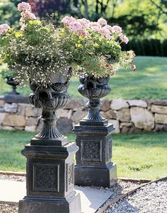 What to do with an urn? How would you fill these urns? Hadn't thought of doing this with urns. Outdoor Landscaping, Outdoor Gardens, Outdoor Decor, Outdoor Projects, Landscaping Ideas, Outdoor Living, Beautiful Flowers Garden, Beautiful Gardens, Vases