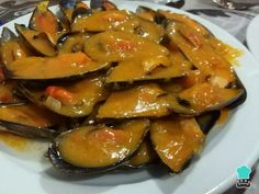 Recipe for spicy seafood mussels , If you like Spanish tapas, you have surely tried the mussels, which are usually served in wine or seafood style. Well in this case we teach you how to. Spanish Kitchen, Spanish Tapas, My Favorite Food, Favorite Recipes, Tapas Bar, Le Chef, Mussels, Healthier You, Ratatouille