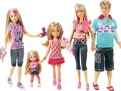 Barbie and her family. Stacie, Kelly, Skipper, Barbie, and Ken.