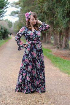 A floral maxi dress for the mother-of-the-baby, complete with nursing access. Christening Outfit, Baby Christening, Pin Up Outfits, Indie Outfits, T Dress, Floral Maxi Dress, Nursing Friendly Dress, Retro Swimwear, Day Dresses