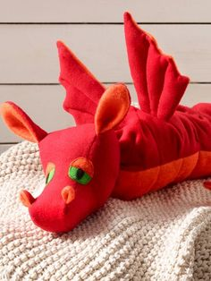 Gratisnähanleitung für süßen Stoffdrachen Sweet cuddly toy for young and old. We provide you with patterns and the free tutorial for this cute stuffed dragon. Love Sewing, Sewing For Kids, Diy For Kids, Baby Sewing, Sewing Toys, Sewing Crafts, Sewing Projects, Sewing Tutorials, Stuffed Animal Patterns