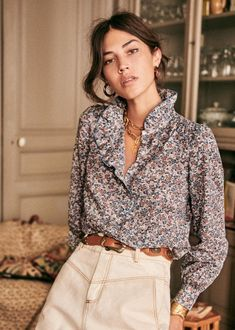 Sézane - Chloé Shirt Pretty Shirts, Look After Yourself, Lookbook, Fall Collections, White Shirts, Parisian Style, High Collar, Covered Buttons
