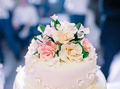 L'arrivée du gâteau est un très joli moment dans un mariage, car c'est le moment…