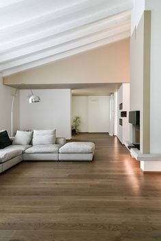 Ristrutturazione villa anni 70: Soggiorno in stile in stile Moderno di Claude Petarlin