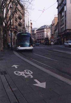 vélo et tram à Strasbourg