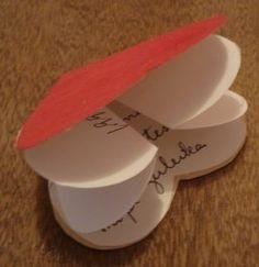 Modelinho de cartão em dobradura para o dia da mulher prático e fácil. Dica: cole em um palito de picolé.   Escreva uma mensagem no interi...