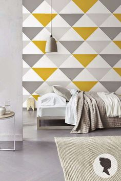 Uma parede de acento geométrico geomteric triângulo colorido 10 super easy geometric wall painting ideas using Silk Glamor interior emulsion paints for walls from Berger. Bedroom Wall Designs, Bedroom Decor, Wall Art Designs, Paint Designs, Inspiration Wand, Wall Painting Decor, Painting Designs On Walls, Mural Wall Art, Accent Wall Colors