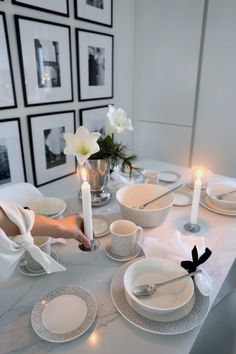 White Christmas, Christmas Time, Christmas Table Settings, Own Home, Home Kitchens, House Design, Candles, Table Decorations, Dining