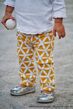 Whats Mummy Up To .: When the fabric comes before the project plan - Sweat-pant leggings Tutorial Baby Sewing Projects, Sewing Patterns For Kids, Sewing For Kids, Free Sewing, Sewing Tutorials, Clothing Patterns, Sewing Ideas, Baby Patterns, Sewing Tips