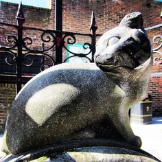 """Whittington Stone Cat, Highgate Hill, London - This stone is, supposedly on the very spot where Dick heard the Bow bells ring out: """"Turn again, Dick Whittington, thrice Lord Mayor of London""""."""