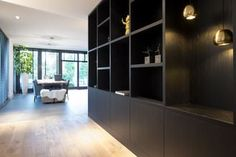 Built In Cabinets, Cupboards, White Houses, Office Interiors, Living Room Interior, Built Ins, Interior Inspiration, Interior And Exterior, Home Office