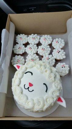 Lamb cake and cupcakes Lamb Cupcakes, Sheep Cupcakes, Sheep Cake, Cupcake Cakes, Pretty Cakes, Cute Cakes, Aid Adha, Lamb Cake, Easter Lamb
