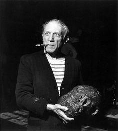 Pablo Picasso in his studio by Robert Capa Henri Rousseau, Henri Matisse, Pablo Picasso, Francisco Goya, Pierre Auguste Renoir, Paul Gauguin, Omaha Beach, Cubist Movement, Robert Capa