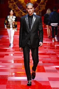 Discover Videos and Pictures of Dolce & Gabbana Summer 2018 Menswear Fashion Show on Dolcegabbana.com.