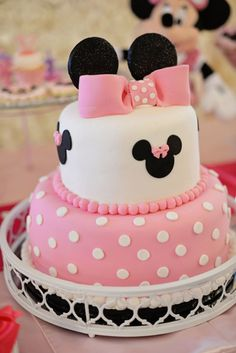 What little girl wouldn't love to be surrounded by loads of pink and Minnie Mouse, too? This darling Minnie Mouse birthday party by Storybook Bliss is filled… 10 Birthday Cake, Mickey Mouse Birthday, 2nd Birthday Parties, Birthday Ideas, Bolo Da Minnie Mouse, Minnie Mouse Theme, Gateaux Cake, Mouse Parties, Cake Designs