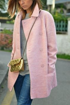 Definitely adding a pale pink coat to my wardrobe this season! Vetements Shoes, Look Rose, Casual Outfits, Cute Outfits, Casual Clothes, Estilo Fashion, Fashion Edgy, Fashion Outfits, Pink Fashion