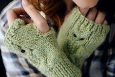 Owl fingerless gloves knitting pattern Owl Knitting Pattern, Mittens Pattern, Knitting Patterns Free, Free Knitting, Crochet Patterns, Free Pattern, Cardigan Pattern, Fingerless Gloves Knitted, Knit Mittens