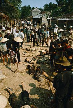 Communist Bomb In Saigon - The City Hall - October 1962 24 Apr Dong Son, South Vietnam --- With apparent disregard for the colum. Vietnam History, Vietnam War Photos, Saigon Vietnam, North Vietnam, Carnival Dancers, Another Day In Paradise, Armed Conflict, American War, Korean War