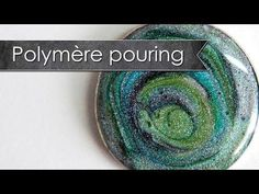 Polypolymer Pouring - Playing with liquid polymer Polymer Clay Kunst, Polymer Clay Canes, Polymer Clay Projects, Polymer Clay Beads, Diy Clay, Handmade Polymer Clay, Clay Crafts, Video Fimo, Tampons