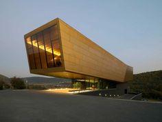 Das Arche Nebra Museum am Fundort der berühmten Himmelsscheibe. Typische heutige Erscheinung, dass Funde in die großen Landesmuseen kommen.