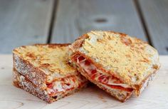 Pepperoni Pizza Grilled Cheese with a crispy parmesan cheese crust - so good you'll never go back to plain grilled cheese! Find the recipe o. Pizza Snacks, Eat Pizza, Snacks Für Party, Pizza Lasagna, Pizza Sandwich, Lasagna Rolls, Pizza Food, Food Food, Quesadillas