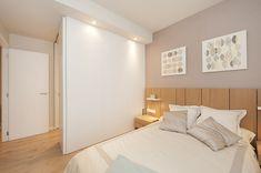 Dormitorio principal con cabecero de cama fabricado por @Mobenia | Sincro #dormitorio #dormitorios #cabeceras #cama #bethrooms
