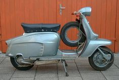 """Innocenti Lambretta LI 125 """"Blue Special"""" Series 3 (1966), my favorite colour and Lambretta shape"""