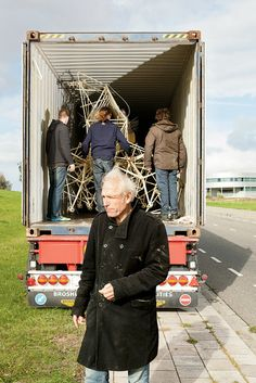 Theo Jansen's Lumbering Life-Forms Arrive in America - NYTimes.com