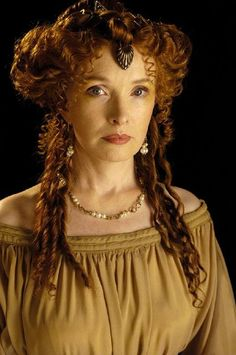 Lindsay Duncan interpreta a Lady Catherine de Bourgh en Lost in Austen The post Lindsay Duncan interpreta a Lady Catherine de Bourgh en Lost in Austen appeared first on Peinados. Ancient Rome, Ancient Greece, Cleopatra, Rome Tv Series, Hbo Series, Rome Hbo, Lindsay Duncan, Roman Dress, Movie Costumes
