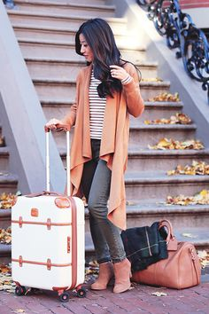 Thanksgiving weekend look Chic Outfits, Fall Outfits, Instagram Photography, Cocoon Cardigan, Italy Fashion, Travel Chic, Travel Style, Airport Style, Petite Fashion