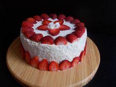 """Le red velvet cake de Christelle du blog """"Toque de choc"""" inspiré du blog """"Recipe girl"""" Velvet Cake, Red Velvet, Toque, Cheesecake, Desserts, Blog, Plate, Red Valvet, Cheesecakes"""