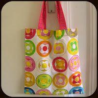 By MiekK Blogt: Naailes 5: Een Tasje Naaien - al verschillende keren gemaakt om cadeautje in te steken