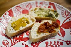 Baguette slices with tasty EVOO-based dipping options