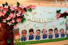 Preschool Door Decorations, School Decorations, Preschool Crafts, Orla Infantil, Diy And Crafts, Crafts For Kids, Birthday Charts, Board Decoration, Board For Kids