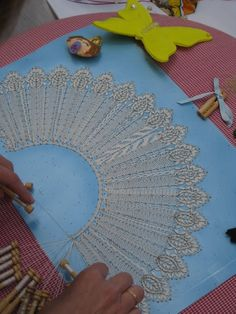 hospitalet17-6-2012 - Tango - Álbumes web de Picasa Bobbin Lacemaking, Bobbin Lace Patterns, Crochet Needles, Tatting Lace, Crochet Books, Needle Lace, Lace Making, Antique Lace, Vintage Textiles