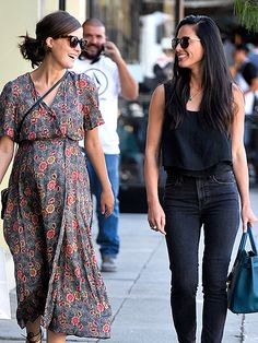 Star Tracks: Friday, October 30, 2015 | LADIES WHO LUNCH | Olivia Munn keeps her insane abs covered up as she enjoys a lunch date with mom-to-be Rose Byrne in Los Angeles on Thursday.