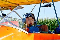 Niño chino de 5 años se convierte en el piloto de avión más joven del mundo. Visite nuestra página y sea parte de nuestra conversación: http://www.namnewsnetwork.org/v3/spanish/index.php