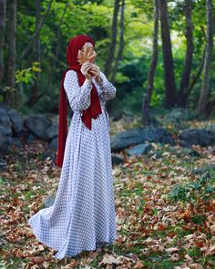 Image may contain: people standing and outdoor Modern Hijab Fashion, Muslim Fashion, Modest Fashion, Girl Hijab, Hijab Outfit, Muslim Girls, Muslim Women, Fall Fashion Trends, Autumn Fashion